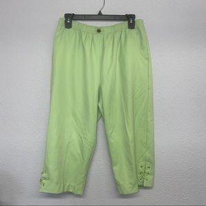 Women's green Capri pants sz 10p